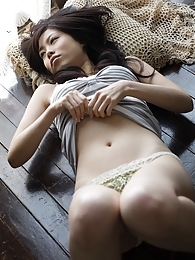 Japanese babe is a show off and flaunts her naked perfect body pictures at lingerie-mania.com