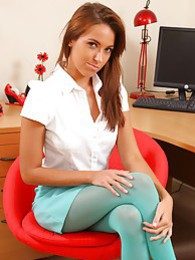Sammie in sexy stockings & shirt pictures at kilomatures.com