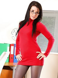 Sarah looking perfect in tight mini dress pictures at kilomatures.com