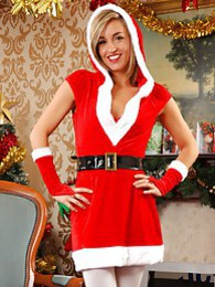 Melanie as a sexy Santa pictures at freekiloclips.com