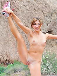 Hannah the nude hiker pictures at kilosex.com