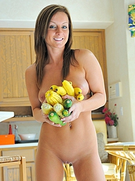 Melissa uses veggies in her pussy pictures at kilogirls.com