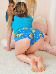 Serena pink room blue panties pictures