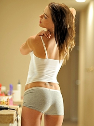 Meggan gets ready and plays pictures at find-best-babes.com