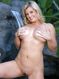 Popular and busty milf pictures at reflexxx.net
