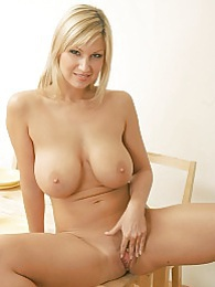 Pussy spreading on the dining table pictures at kilovideos.com