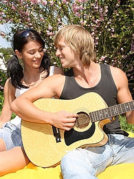 Hot teenager banging the gitarist in the bushes hardcore pictures at very-sexy.com