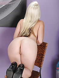 Darcie Belle spreads her very tight ass cheeks pics