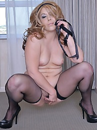 Busty mature amateur Delicia D'Angelo strips naked pictures at kilovideos.com
