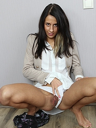 Gorgeous babe Elizabete fingering her trimmed pussy pictures at freekilosex.com