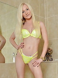Tattooed blonde babe Chloe spreads twat in shower pictures at kilomatures.com