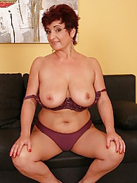 Busty older amateur Jesica Hot toying her twat pictures at kilovideos.com