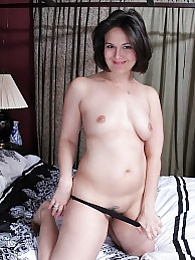 Mature amateur Penny Prite toying her older pussy pictures at kilopills.com