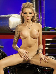 Juelzs Garage Pics - Tattooed punk slut Juelz Ventura pictures at find-best-tits.com
