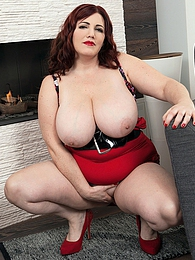 Foxy Roxee Is Well-red In Red pictures at sgirls.net