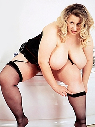 Horny Plumper pictures at freelingerie.us