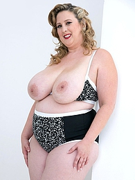 Plump Pleaser pictures at sgirls.net