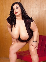 Plump Perfection pictures at kilosex.com