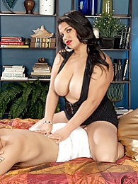 Spycey Massage pictures at kilogirls.com