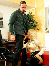 A hotshot nailing a blonde beauty with his big hard dick pictures at freekilosex.com