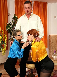 A lucky chap drilling two pretty cuties at the same time pictures at find-best-ass.com