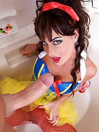 Slutty Snow White Pics - Jessica shows her appreciation by bobbing your huge knob and takes a huge creamy facial pictures at freekilomovies.com