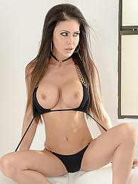 Jessica Jaymes Amazing Bikini Pics - she knows how to make the boys cum to her pictures at kilogirls.com