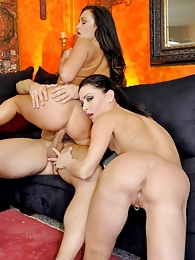 Our Anniversary - Jessica Jaymes and Claudia Valentine pictures at freekilosex.com