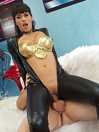 Mercedes Carrera Space Fuck P - She gave Ralph a good BJ pictures at find-best-panties.com