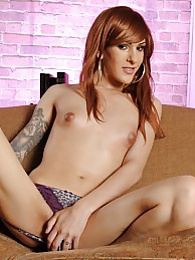 Beautiful Ryder Monroe strips and poses pictures