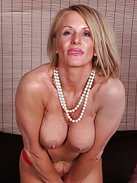 Older cougar Mason Vonne spreads her roast beef lips pictures