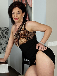 Exotic mature babe Zoe Gyro fingers her twat pictures at dailyadult.info