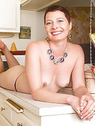 Mature slut Kali Karinena fingering her tight asshole pictures at dailyadult.info