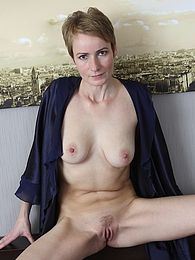 Sweet Nensy three fingers deep in her mature pussy pictures at kilomatures.com