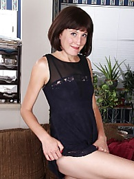 Sexy housewife Meredith Johnson dildos her older pussy pictures at freekilomovies.com