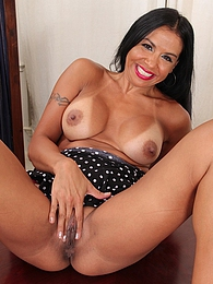 Latin MILF Marisa Mendes exposes her big tan lined breasts pics