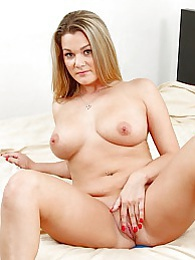 Curvy MILF Bethany Taylor exposes her juicy ass pictures at find-best-panties.com