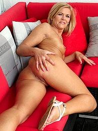 Super fit older babe Carrie playing with her pussy pictures at adspics.com