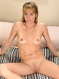 MILF Samantha Gene uses vibrator on her clit pictures