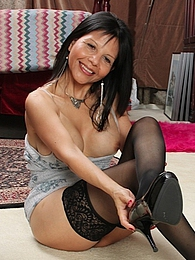 Busty older babe Marcy Darling spreads her pussy lips pictures at freekilosex.com