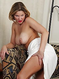 Busty cougar Avery Johannson spreads her trimmed pussy pictures at freekilosex.com