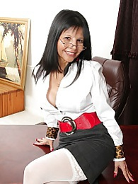 Exotic mature babe Marcy Darling spreads her pussy pictures at freekiloporn.com