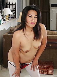 Thick MILF Susie Jhonson spreads her dark pussy lips pictures at find-best-panties.com