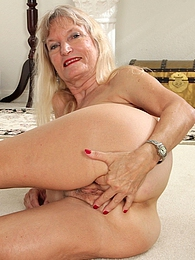 Horny grandma Lis Cognee plays with her older box pics