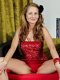 Horny mature babe Michelle Gaia fingering herself pictures at dailyadult.info