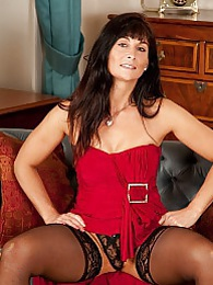 Gorgeous cougar Lelani Tizzie naked in stockings pictures at lingerie-mania.com