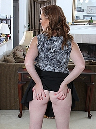 Mature amateur Jayme Lou spreads her hairy pussy pictures at dailyadult.info