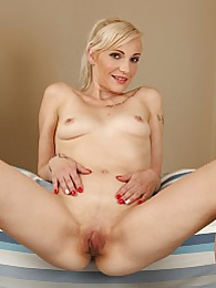 Mature blond Antonia fingering her meaty pussy pictures at find-best-pussy.com