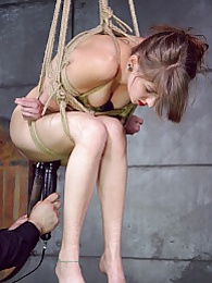 Whimpering Willow pictures at kilogirls.com