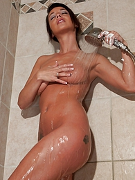 Wet And Creamy pictures at kilogirls.com